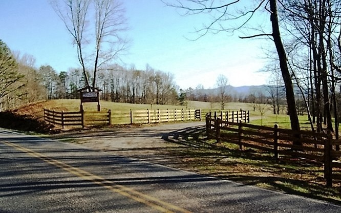 279520 Hayesville River Front