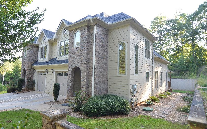 242281 Hayesville Townhouse