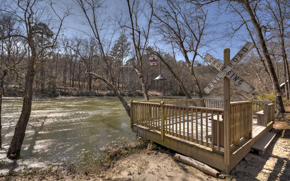 302487 Mineral Bluff River Front